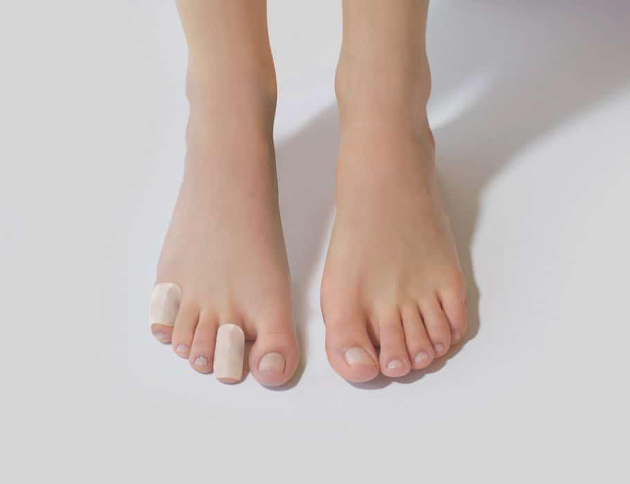 feet with toe cushion tube